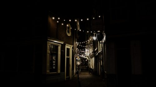 Straat in het donker
