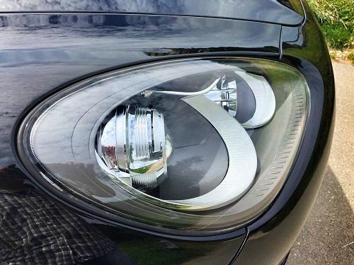 Koplampen van de Porsche Cayenne